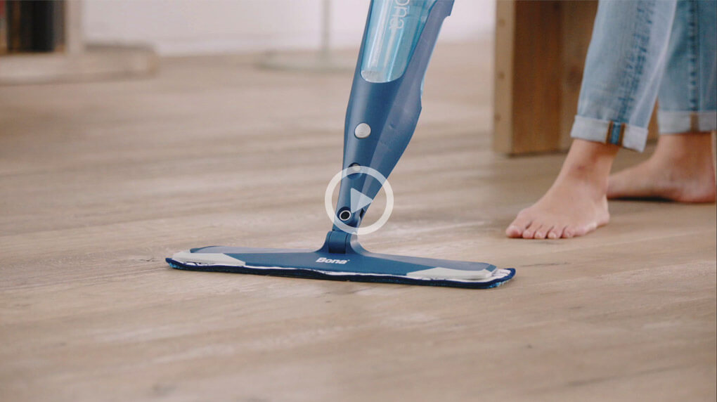 Start the new year right and make sure you have the right mop to clean hardwood floors.